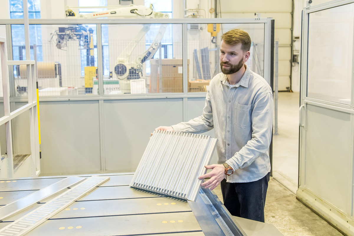 A lightweight and durable radiator for cooling electric vehicle batteries
