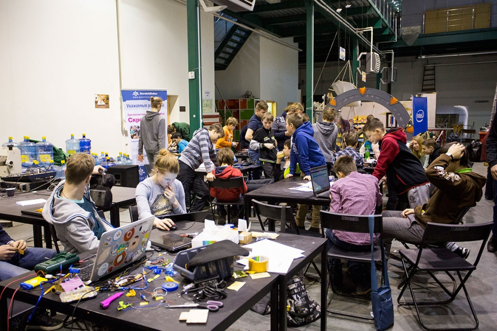 """Young developers took part in the """"Robot Battle"""" organized by """"Fab Lab Polytech"""""""