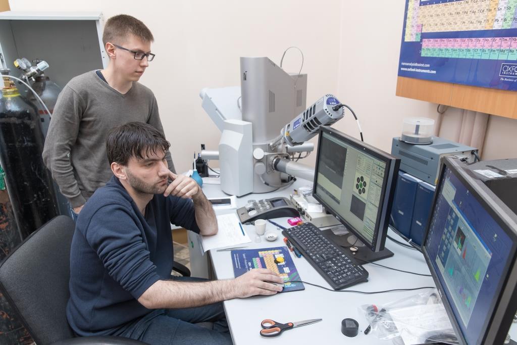 Physicists Found Weak Spots in Ceramic/Graphene Composites