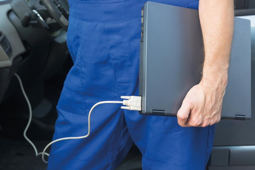 Ученые нашли способ защитить электронику в автомобиле от хакерских атак