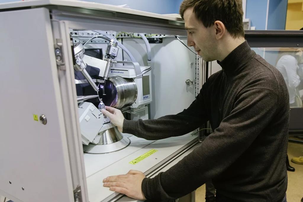 Высокомощный аккумулятор на искусственных кристаллах придумали в СПбПУ